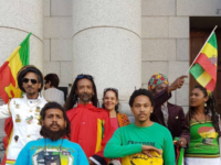 un gruppo di militanti del Dagga Party of South Africa